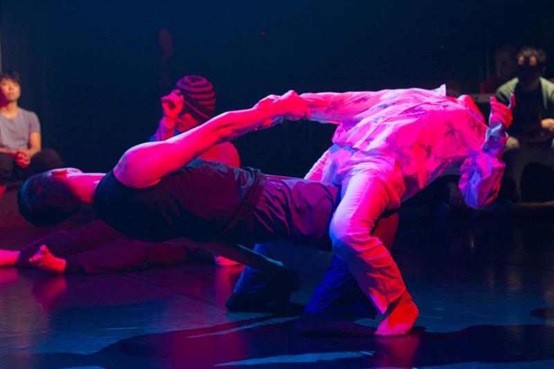 《緣舞場三十八.即興舞蹈夜總匯2012》(i-舞蹈節(香港)2012) 攝影:Ernest Wong