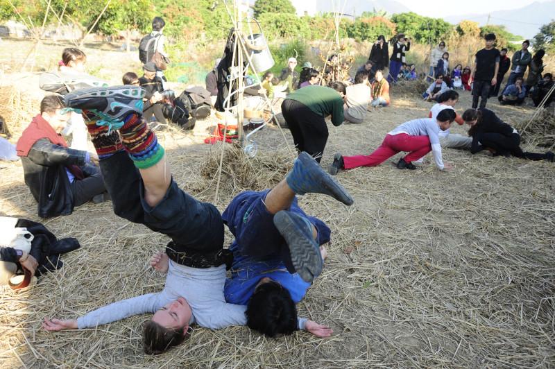 《緣舞場三十二.舞在天空下》(i-舞蹈節(香港)2011閉幕演出)
