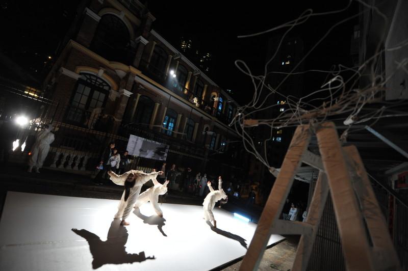 2013年《身體、空間與身份V》於醫學博物館演出。