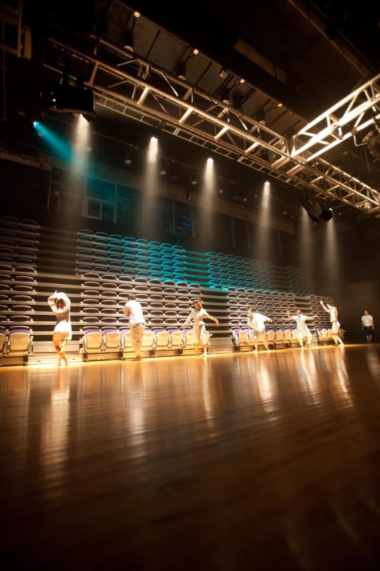 2011年《身體、空間與身份IV》於兆基創意書院創意大道及多媒體劇場演出。