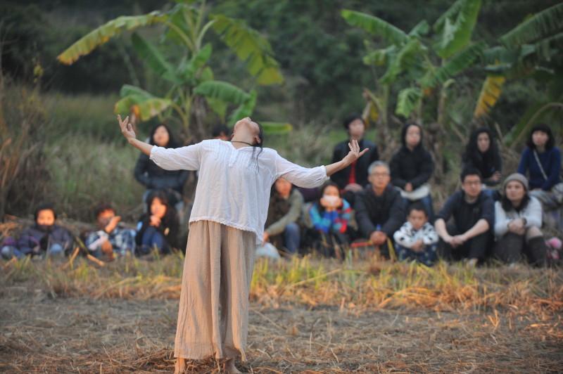《緣舞場三十九.綠色聖誕夜》(i-舞蹈節(香港)2012閉幕演出) 攝影:張志偉