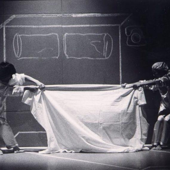《不是雙人房》於1995年首演於藝術中心麥 高利小劇場,由馬才和及嚴明然編舞及演繹作品。 攝影 張志偉
