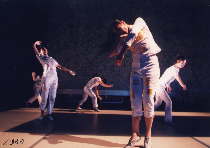 《昏迷II ─ 尋找失去的感覺》於藝術中心壽臣劇院之演出,由於製作龐大,加上入座率只得30%, 最終演出虧蝕了數萬元。