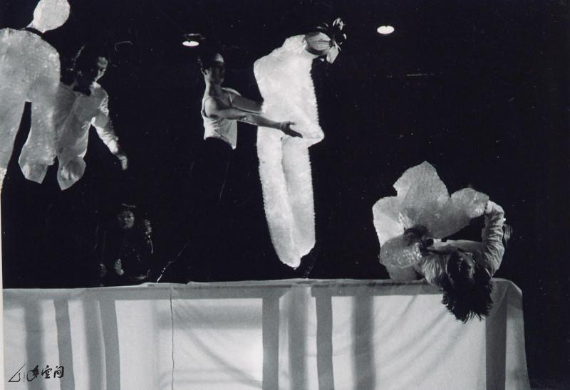 《夢都市》1998年於紐約丕士大學Schaeberle Studio Theatre之演出。