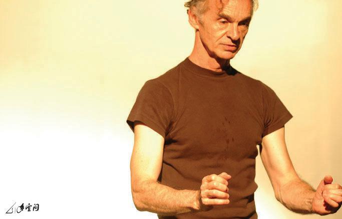 來自加拿大的演員 Morgan Gadd 於《緣舞場十一‧來 舞一夜》的演出。 攝影 Jesse Clockwork
