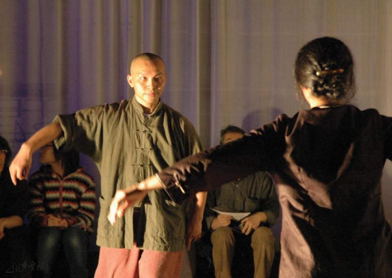 張藝生、嚴明然、馬才和及丸仔於《緣舞場十 二‧正與反》的演出。攝影 Yvonne Lau