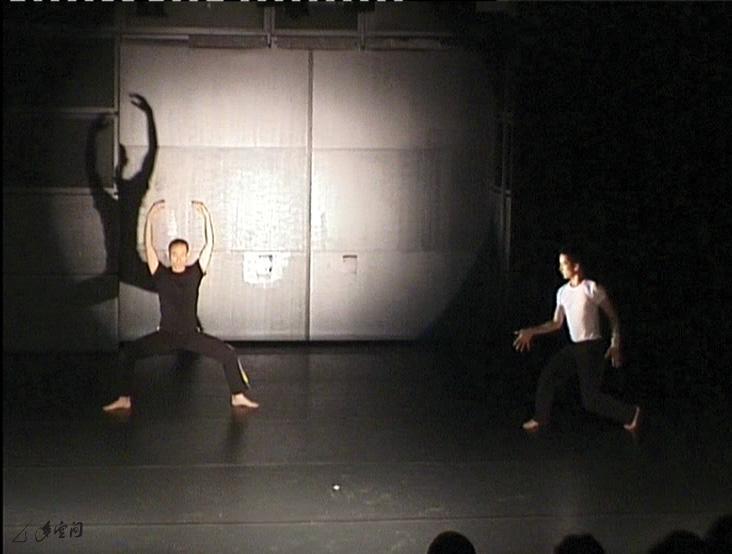 《緣舞場二十一》邀來一眾國際與本土藝術 家,於i-舞蹈節進行的6場舞蹈與多媒體即興。