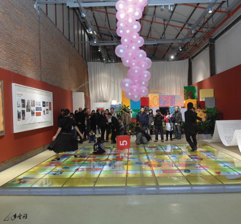 「多空間」獲邀於深圳 OCAT 五週年慶典中演出《緣舞 場二十四‧遇》。攝影 謝安寧