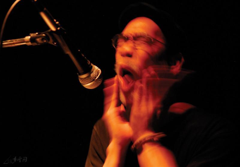 邱立信於《緣舞場十八 - 音樂自由行》的演出。