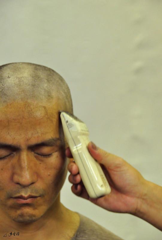 馬才和於2009年7月25日閉關前進行的剃渡儀式。 攝影 Nelson