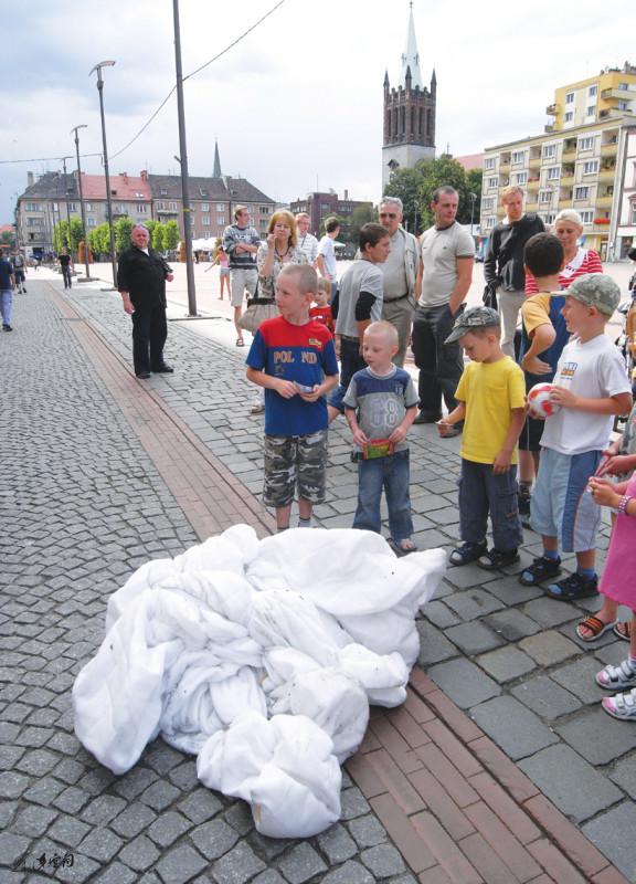 《呼吸I 》被邀請參與波蘭第十五屆國際當代舞蹈 會議及表演節2008,於貝托姆市中心廣場之演出。