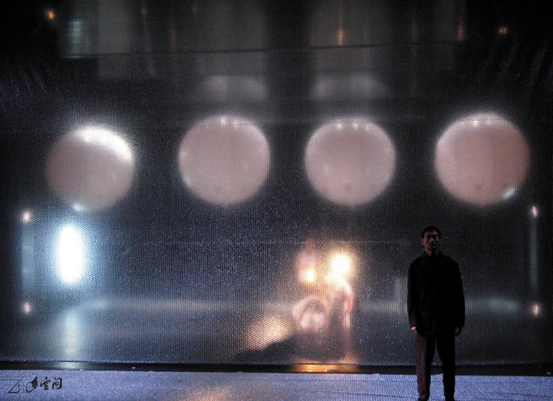 《呼吸II ― 現象》2007之版本邀請吳偉碩及梁菲倚客 串演出。攝影 Kelvin Tsang