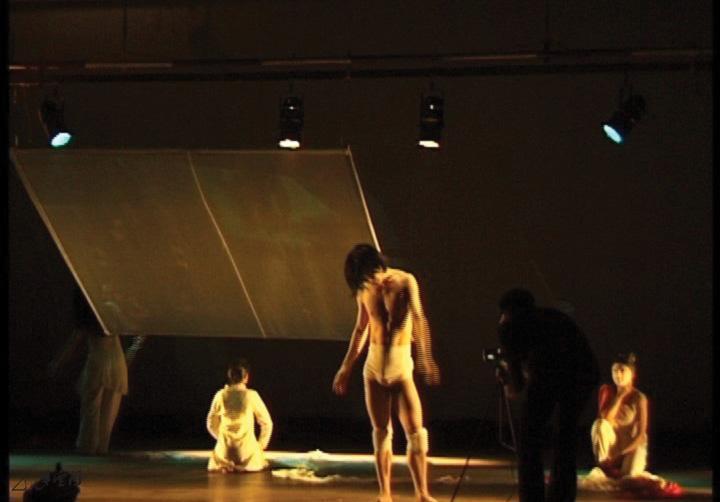《X Project ─ 四方舞》於印度「Interface 2004」 舞蹈節之演出。