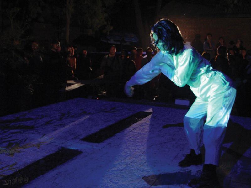 「多空間」獲邀於北京大山子藝術節 演出《身體、空間與身份I》。 攝影 David Wong