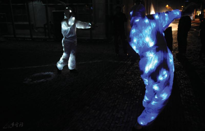 2009年《身體、空間與身份III》於深圳OCAT的演出。 攝影 姜斯棟