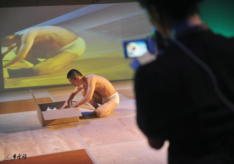 嚴明然為 《馬才和的舞蹈展覽二》演出者之一。 攝影 張志偉及Keith