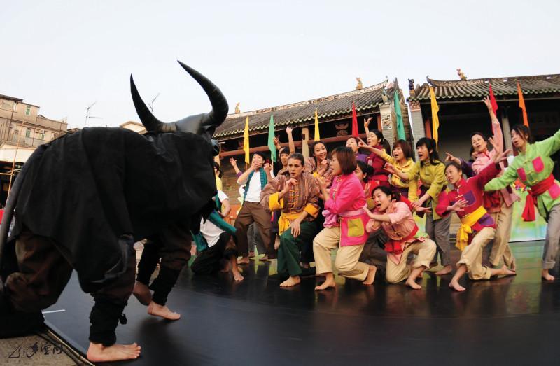 《消失中的水牛》於元朗屏山鄧氏宗祠之演出。