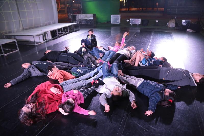《舞在圍村III - 2046 小牛講古仔》2013-14年於新界演出。