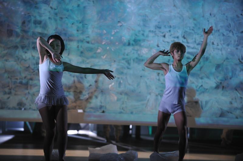《昏迷II ─ 尋找失去的感覺》2012年於元朗劇院演藝廳演出。